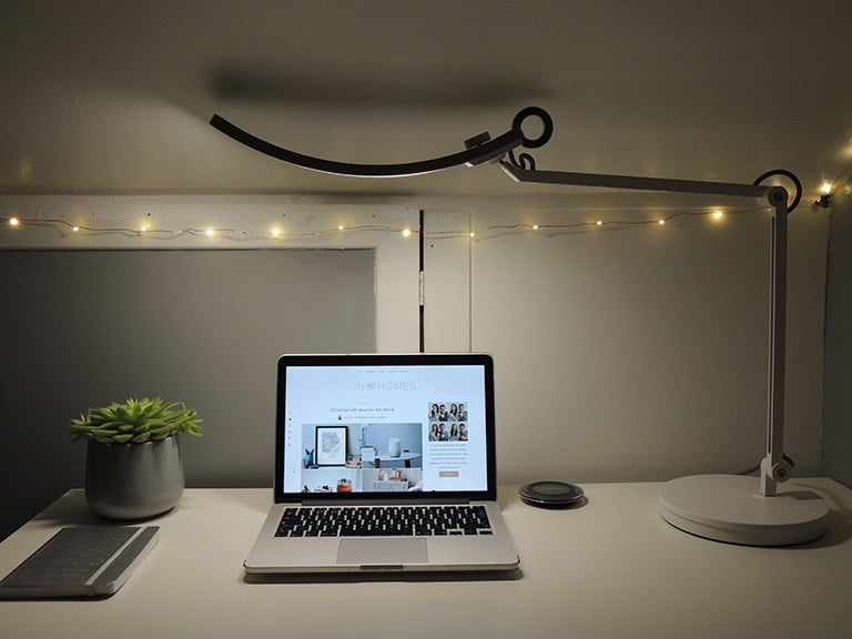 BenQ E-Reading Desk Lamp - Using a Lamptop