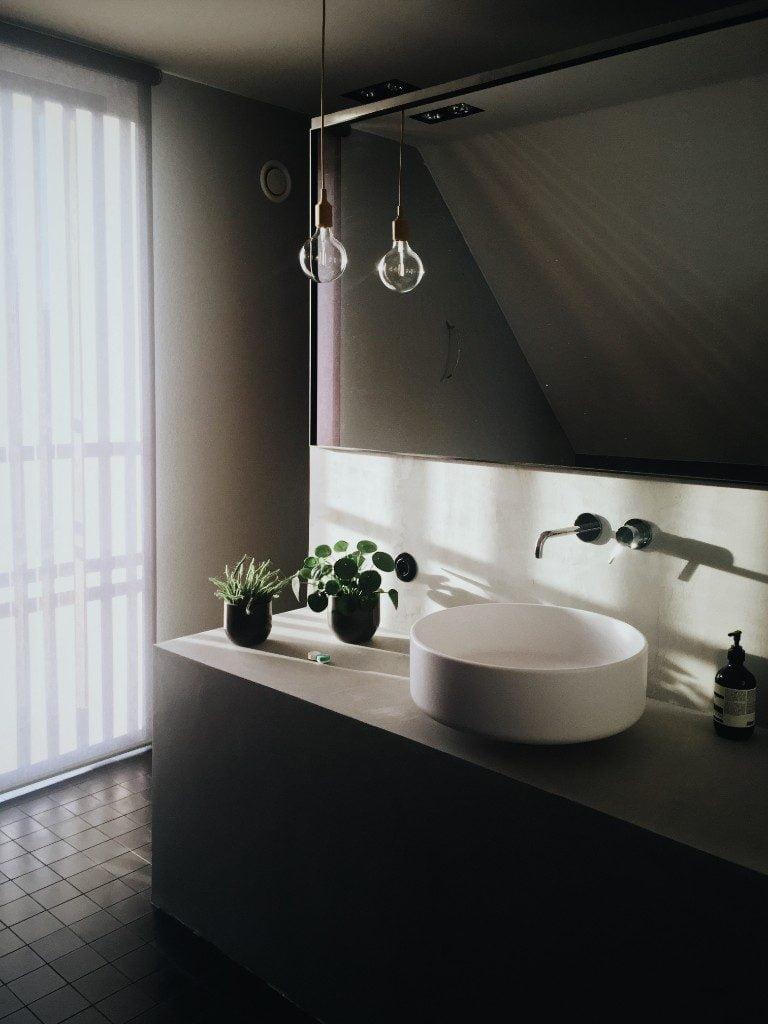 end of summer clean bathroom