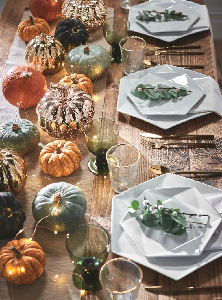 Autumnal Pumpkin Tablescape with Pumpkins as the centrepiece