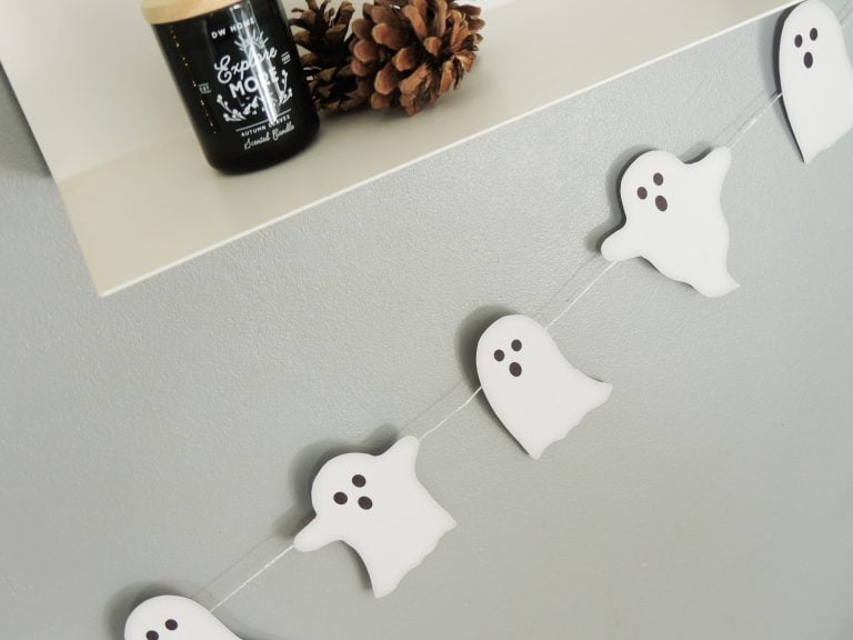 Free DIY Ghost Bunting - Ghoulish bunting for a Halloween Party