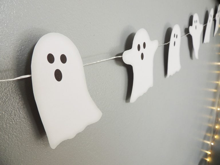 Free DIY Ghost Bunting - DIY printable Halloween decor