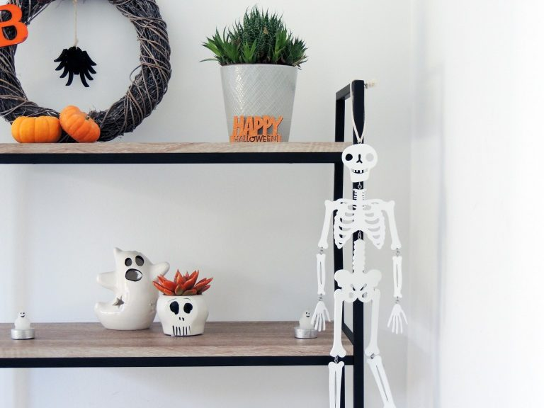 Hanging Halloween Skeleton